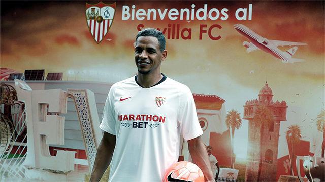 Fernando, presentado con el Sevilla