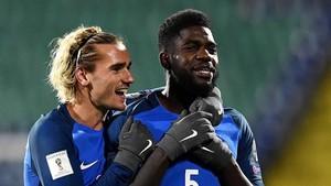 Griezmann y Umtiti son compañeros en la selección de Francia