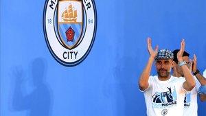 Guardiola celebra su buena temporada en Inglaterra con el City