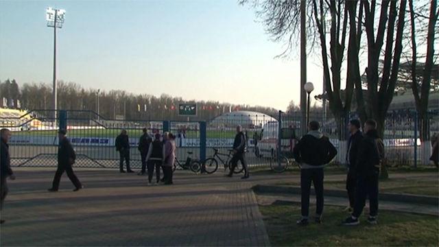 La liga bielorrusa continúa y los aficionados no tienen miedo