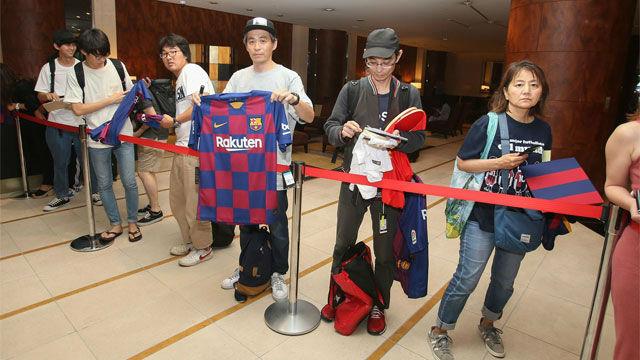 Los aficionados nipones recibieron al Barça en Japón