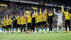 Los jugadores del Borussia agradecen el apoyo de su afición