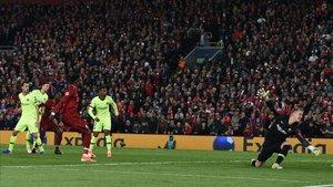 Momento en que Origi marcaba el cuarto gol para el Liverpool
