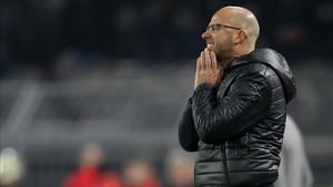 Peter Bosz decepcionado tras el 4-4 ante el Schalke