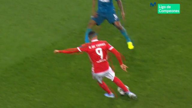Raúl de Tomás maquilló la derrota del Benfica con un zapatazo descomunal