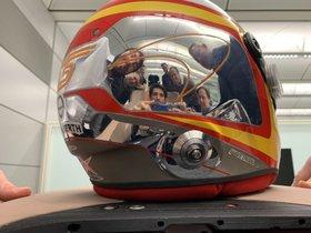 El reflejo del casco de Carlos Sainz