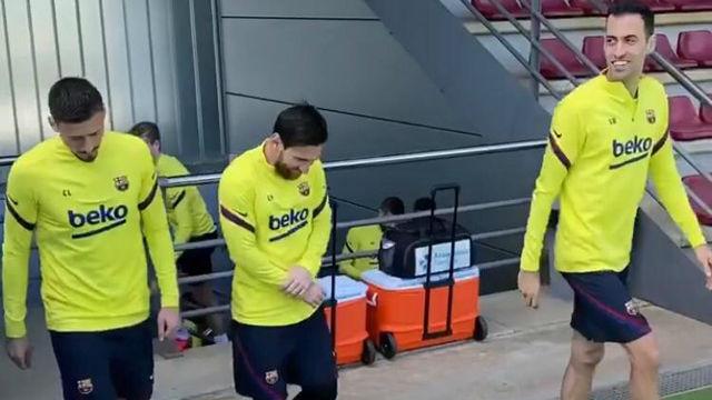 Así fue la salida de los jugadores del Barça al entrenamiento