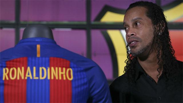 ¿Debe romper el Barça con Ronaldinho?