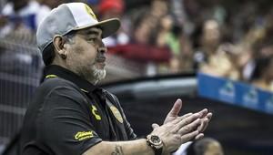Diego Maradona cayó en su visita a Oaxaca