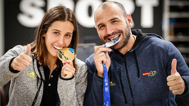 Felipe Perrone y Clara Espar visitan la redacción de SPORT