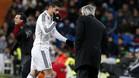 James Rodríguez y Carlo Ancelotti durante un partido del Real Madrid en la temporada 2014/15