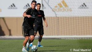 James Rodríguez, con Eden Hazard en segundo plano, durante el entrenamiento del Real Madrid