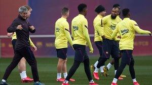Jugadores del Barcelona en el entrenamiento