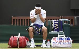 Kei Nishikori estaba desolado al tener que abandonar en Wimbledon