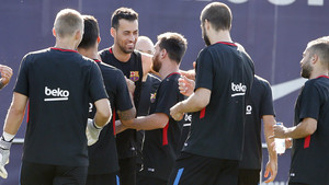 Leo Messi, como el resto de compañeros, felicitó a Sergio Busquets por su cumpleaños