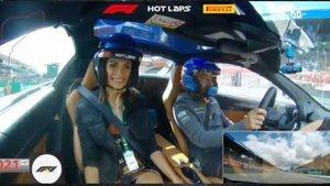 Linda y Alonso, de paseo en Monza
