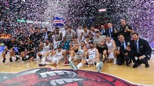 Los blancos cerraron la temporada ganando la Liga en Vitoria