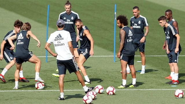 El Madrid se entrena con Odriozola y sin Vallejo