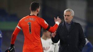 Mourinho se siente orgulloso de sus jugadores pero se ve favorito