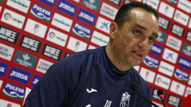 Oltra, destituido del Granada tras la derrota ante el Oviedo