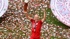 Robben celebrando su útlima Bundesliga