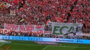 La SudKurve muestra las pancartas contra la UEFA y la ECA en el Allianz Arena