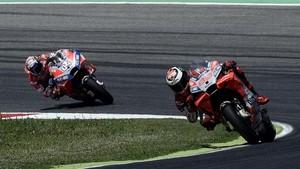 Lorenzo y Dovizioso, en acción con la Ducati.