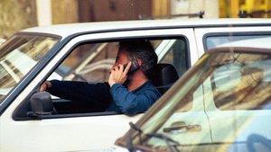 zentauroepp8932612 barcelona 28 10 99 sociedad hombre hablando con un tel181117154654