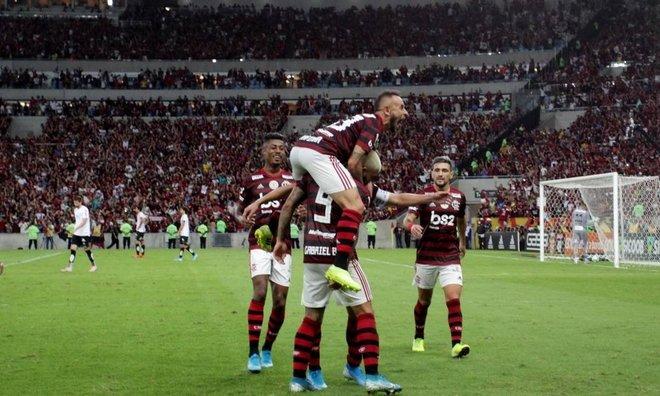 Con gol de 'Gabigol', Flamengo da golpe de autoridad ante Santos