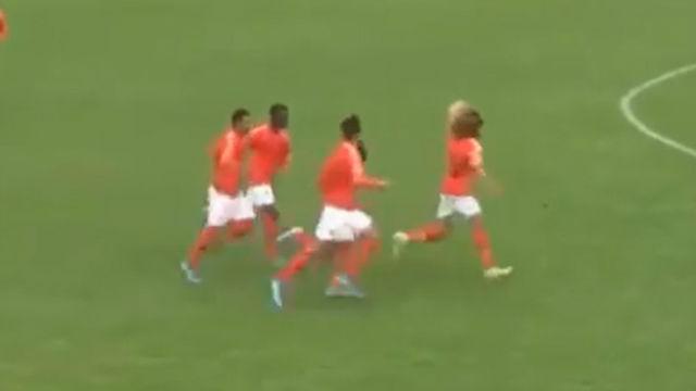 Así fue el golazo de Xavi Simmons con Holanda