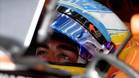 Fernando Alonso, en el cockpit de su McLaren-Honda en Bahrein