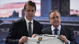 Florentino junto a Julen Lopetegui, en la presentación del vasco como nuevo entrenador del Real Madrid