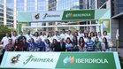 Las capitanas y jugadoras de los equipos que integran la Primera Iberdrola junto a el presidente de Iberdrola, Ignacio Sánchez Galán