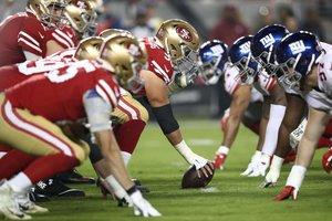 Los San Francisco 49ers se alinean contra los New York Giants durante su  partido de la e4e5247ec38