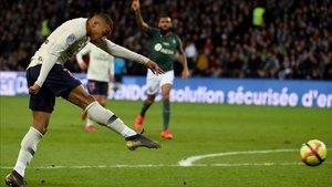 Mbappé lideró la victoria del PSG ante el Saint-Étienne