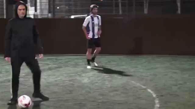 Mourinho se aísla jugando una pachanga cerca de su casa