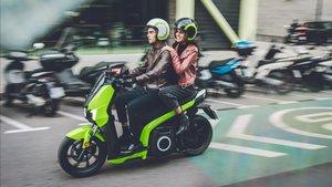 La Silence 01 se mueve como un scooter de 125cc y puede llevarse con el carné de coche