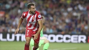 Stuani celebra uno de sus dos goles en el FC Barcelona - Girona