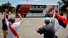 Unos pocos aficionados despidieron a River Plate en Buenos Aires