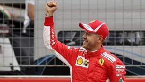 Vettel, feliz con la pole en casa