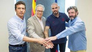 Víctor Valdés junto a Bakero, Amor y Silvio Elías