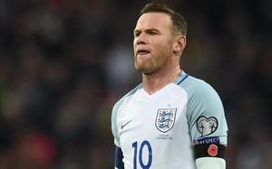 Wayne Rooney fue cazado borracho en el hotel donde se concentraba la selección.