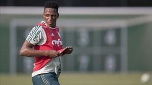 Yerry Mina, en un entrenamiento con el Palmeiras