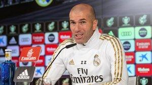 Zidane comparece en la sala de prensa de Valdebebas