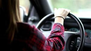 Conductor novato al volante