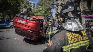 zentauroepp42971933 barcelona 17 04 2018 aparatoso accidente de tr fico de dos190215140853