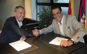 Andreu Plaza estrecha la mano de Josep Ramon Vidal-Abarca