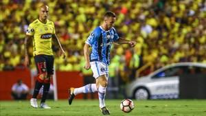 Arthur camina con paso firme al Camp Nou