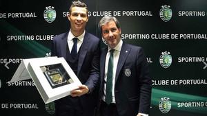 Cristiano Ronaldo presume de carnet de socio 9293ec82c67
