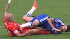 Diego Costa agrede a Skrtel
